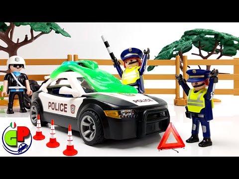 La polizia sta inseguendo il cavaliere. Polizia di Playmobil. Cartone animato in italiano