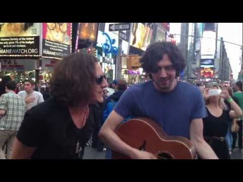 Snow Patrol - Run (Attaloss and Snow Patrol in Times Square, NYC)