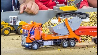 R/C trucks, tractors and excavators in incredible 1/32 scale!