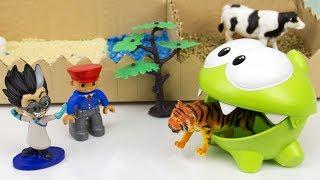 Ам Ням и Ромео кормят животных в зоопарке. Видео для детей
