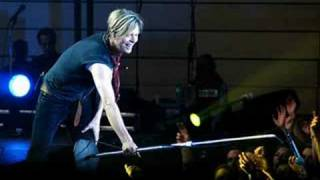 David Bowie- A New Career In A New Town (live 2004)