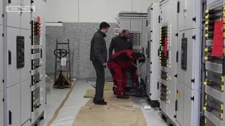 Niederspannungs-Schaltanlagen - Montage / Low-voltage switchgear assembly - Installation