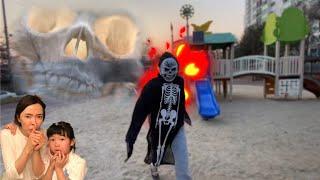 도망가! 해골유령이 나타났다! 놀이터에 나타난 해골귀신 해골유령 놀이터유령 신비아파트 유령의집 l skeleton ghost is coming l skull ghost