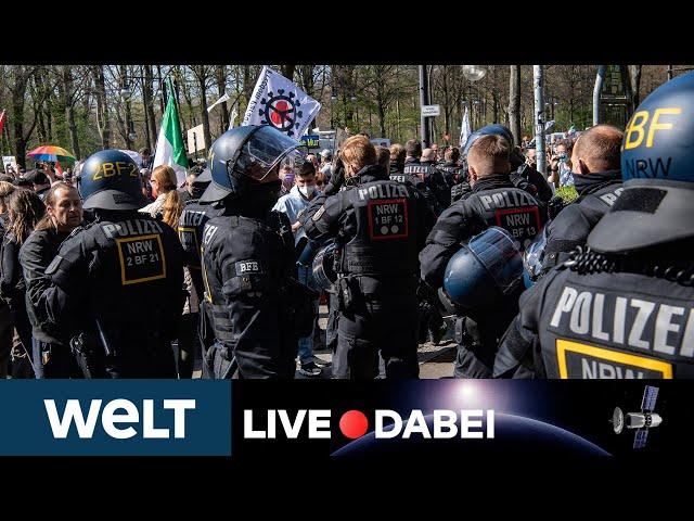 PROTESTE VOR REICHSTAG: Polizei beginnt mit Räumung von Querdenker-Kundgebung | WELT Live
