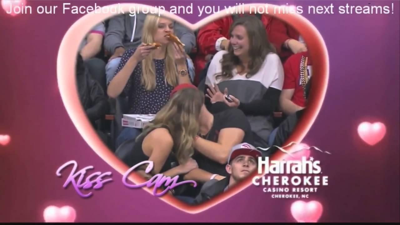 webcam girls kiss