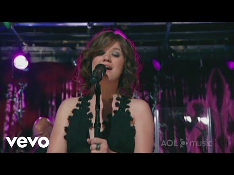 Смотреть клип Kelly Clarkson - Maybe