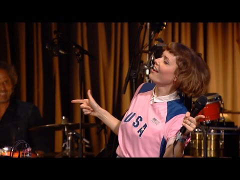 Oh Land synger 'Heiress of Valentina' - Toppen af Poppen