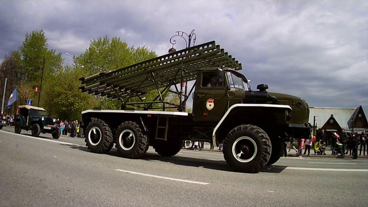 Старинные автомобили на параде  Тюмень- Петр Малюгин!