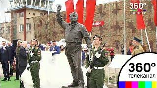 """В Ярославле открыли памятник герою фильма """"В бой идут одни старики"""""""