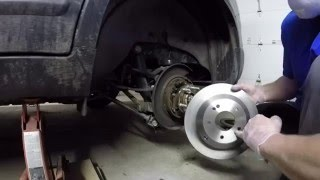 How to change rear brakes and rotors on a 2013 Kia Sorento(, 2016-03-28T01:42:06.000Z)