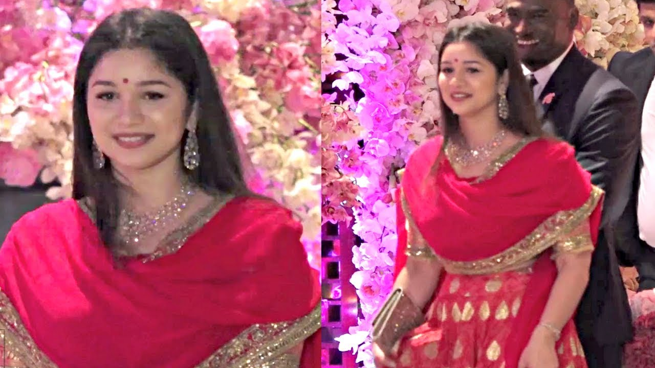 Sara Tendulkar Gorgeous In Red Lehenga At Akash Ambani And Shloka Mehta Engagement Party