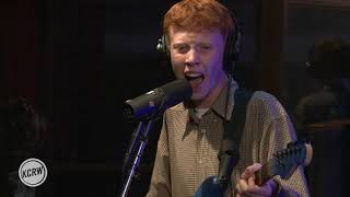 "Baixar King Krule performing ""Easy Easy"" Live at the Village on KCRW"
