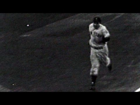 1952 WS Gm6: Yogi ties it with a solo homer
