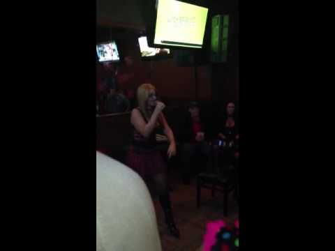 White girl kills Eminem slim shady karaoke