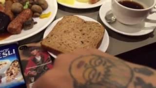 イギリス バーミンガム空港ホテル朝食 Catjukevoxおもちゃくん立川謙一神田ホイ