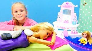 Мультики для девочек - Барби в СПА салоне - Играем в Куклы