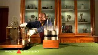 Charging and discharging a battery of Leyden jars