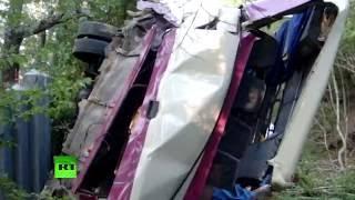 Число погибших в ДТП с автобусом в Крыму возросло до шести(11 августа в Крыму на горной дороге между Судаком и Феодосией произошло ДТП с рейсовым автобусом, в результа..., 2016-08-11T20:22:53.000Z)