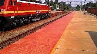 Dazzling WAP4 ERS-KYJ Passenger escalates Tiruvalla