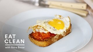 Garlic Toast With Charred Tomatoes And A Fried Egg - Eat Clean With Shira Bocar