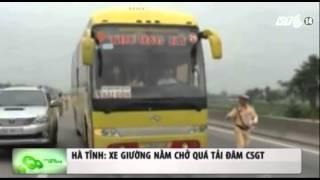 VTC14_Hà Tĩnh: Xe giường nằm chở quá tải đâm CSGT