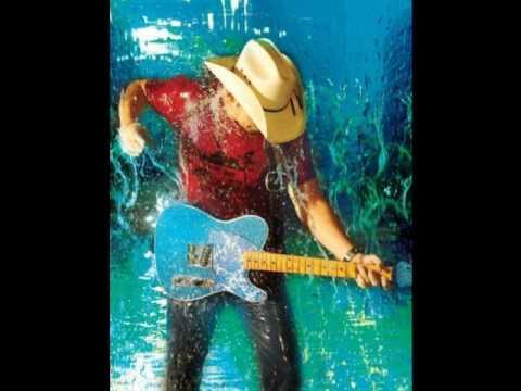 Sigue el ambiente soleado y cálido con algunas bandas de nubes decorativas. Los cambios previstos se retrasan hasta el fin de semana. Nos vamos al agua (Water), con estas calores que tenemos últimente, nos irá como anillo al dedo. Una canción de auténtico country de la mano de Brad Paisley, un cantante, compositor y músico estadounidense. Su estilo va desde la música country tradicional hasta el rock sureño, y sus canciones suelen contener toques de humor y referencias a la cultura popular. El vídeo está plagado de imágenes divertidas y refrescantes.