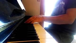 山内惠介メドレー(駅前物語、思い出の彼方に、〜エマ〜)ピアノで弾いてるのはTatsuya