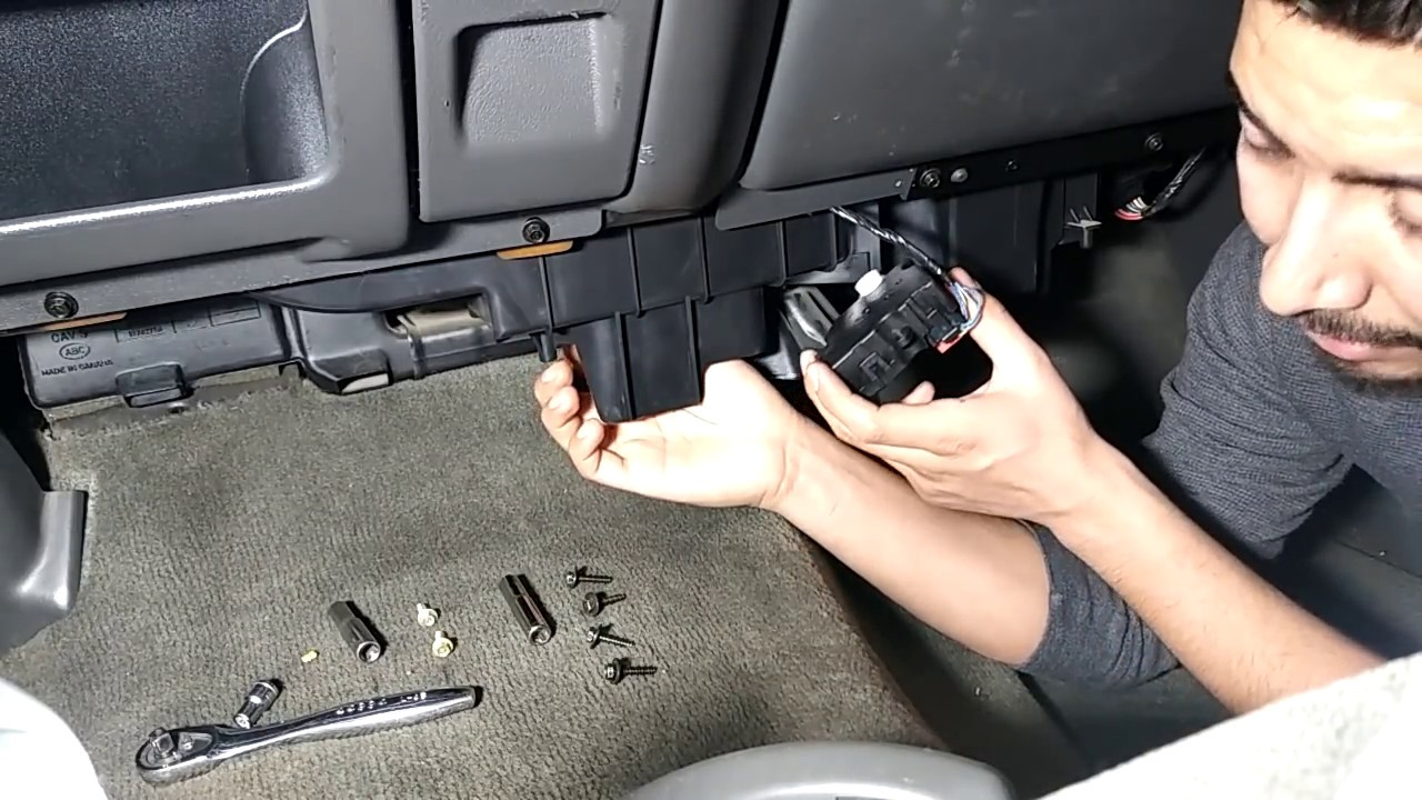 2005 silverado ac blows hot air on drivers side