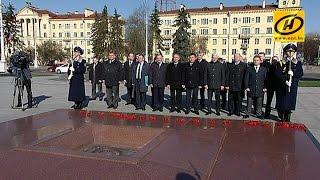 Делегация из Нижнего Новгорода возложила цветы к монументу Победы