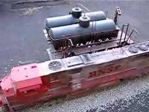 "BNSF EMD SD75i USA Trains ""Voll"" Tanken bitte"