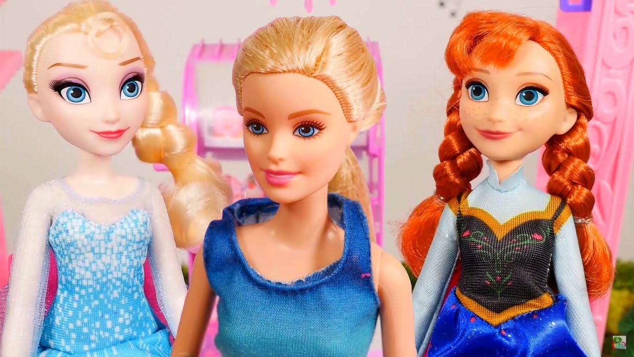 Hoverboards ! Elsa and Anna toddlers - Barbie - race ...