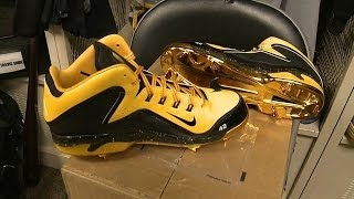 McCutchen honors Jackie with gold cleats