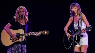 "Taylor Swift & Lisa Kudrow Perform ""SMELLY CAT"" VIDEO!"