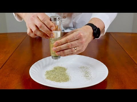 HOW TO GET PEPPER OUT OF THE SHAKER FASTER - SALT & PEPPER SHAKER HACK