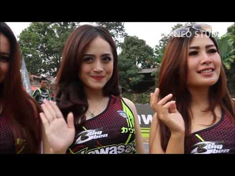 Cewek sexy umbrella girl di Roadrace