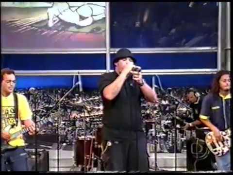 a cera - O Surto tocando ao vivo no Jô Soares