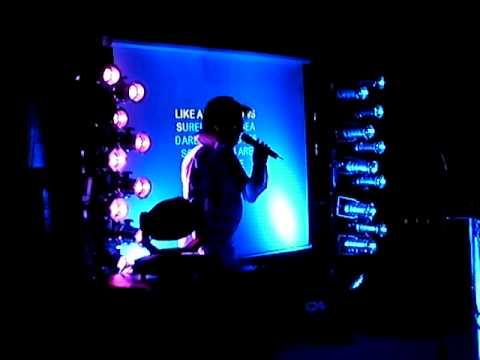 OLIVE LE DJ imite ELVIS durant son Show Karaoke