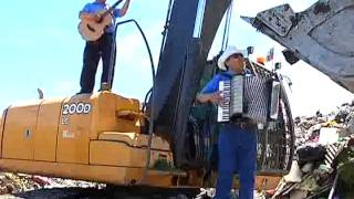 Funcionarios de la Municipalidad de Osorno recrean canción mexicana