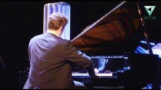 Андрей Кузяев подарил Пермскому университету новый рояль