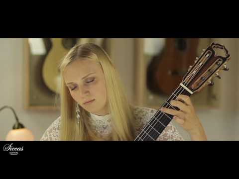 Julia Trintschuk plays BWV 995 Gavotte I & II on a Armin Hanika Natural Doubletop 2017