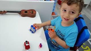 Yusuf Miraçla odasında basketbol oynadık..Odasında oyuncaklara baktık..