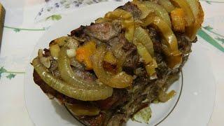 Свинина с яблоком, луком и тыквой, запеченные в духовке. Очень вкусно.