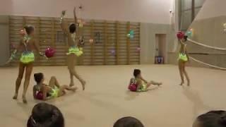 Групповое показательное выступление с мячом. Художественная гимнастика(Показательное выступление группа с мячом на детских соревнованиях в бассейне