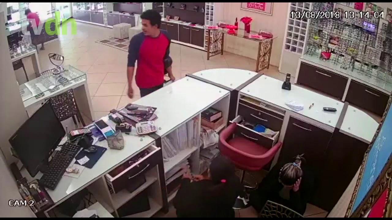 Assalto a uma loja na cidade de Quixeramobim nesta segunda-feira (13)