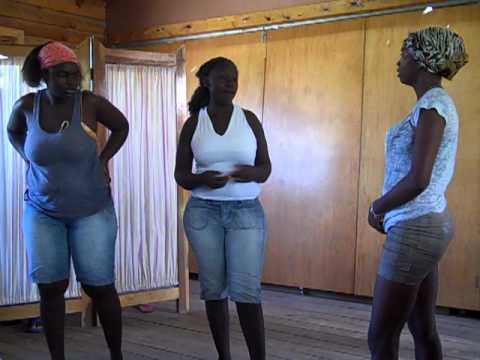 Honduras: Youth theatre group delivers health messages about HIV and AIDS prevention