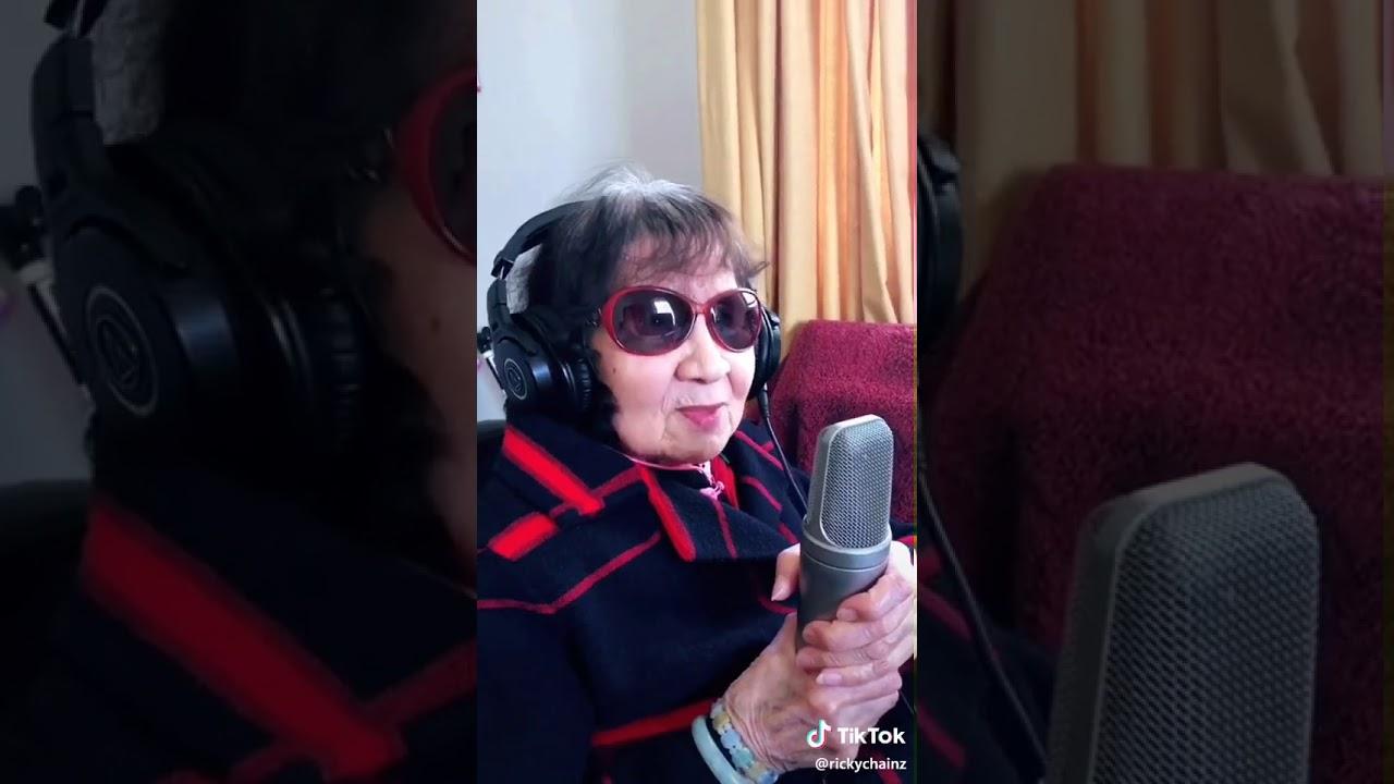 Oma lernt geile leider zu singen 😂😂😂 - YouTube
