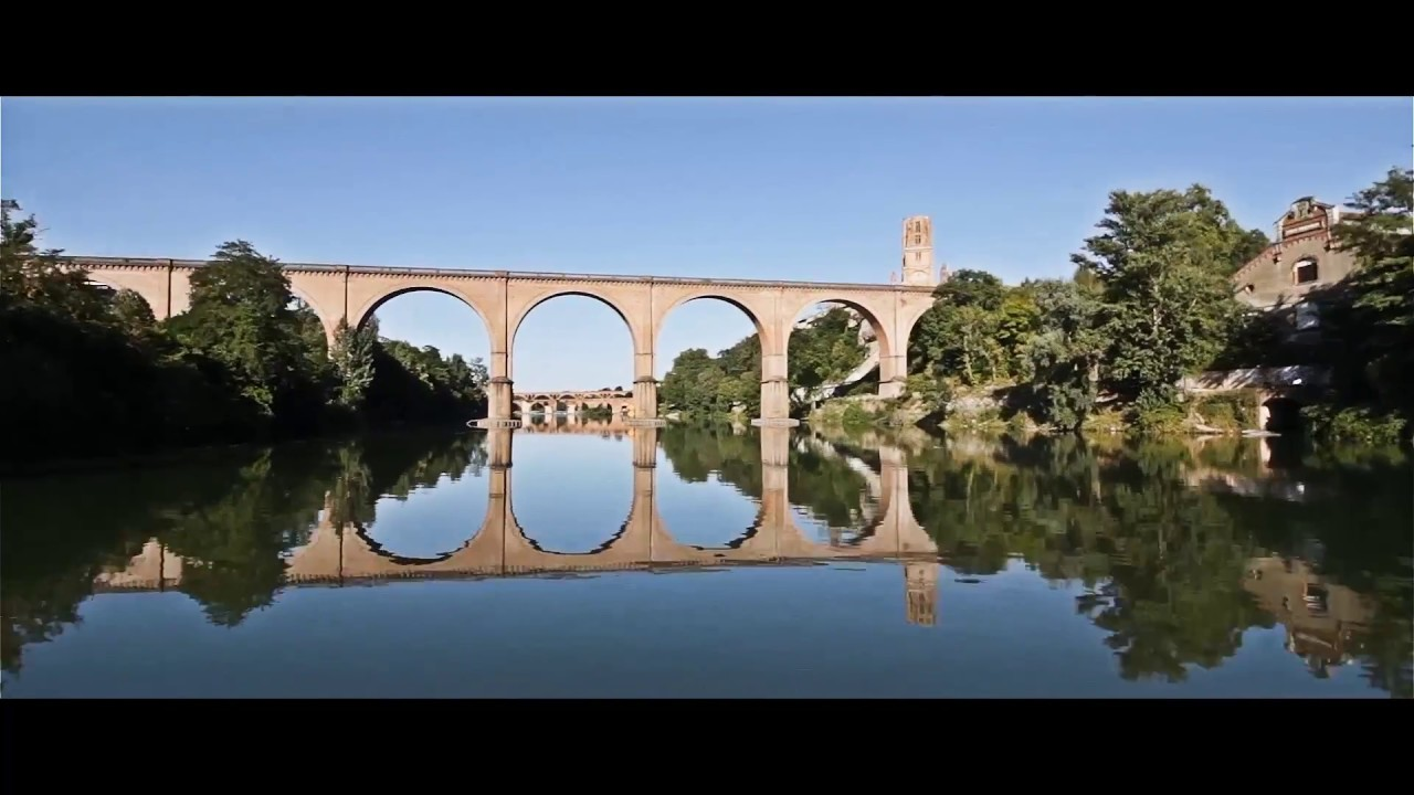 Albi la ville rouge youtube for Atlantis piscine albi