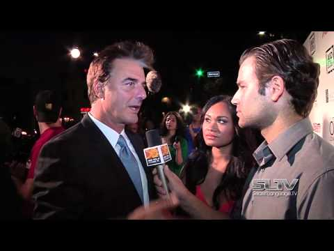 Chris Noth beats up Aiden Simko on the red carpet