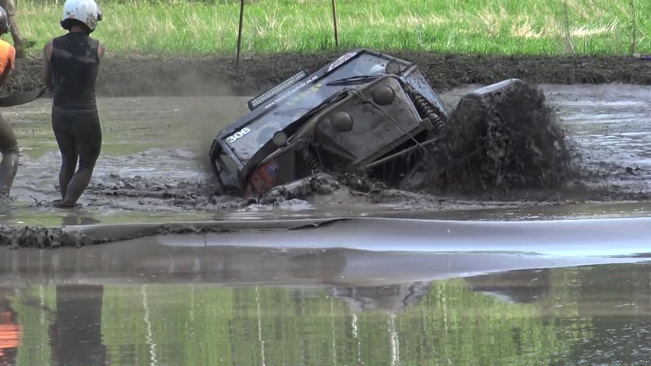 Off-Road ET2 in water pit in ORO