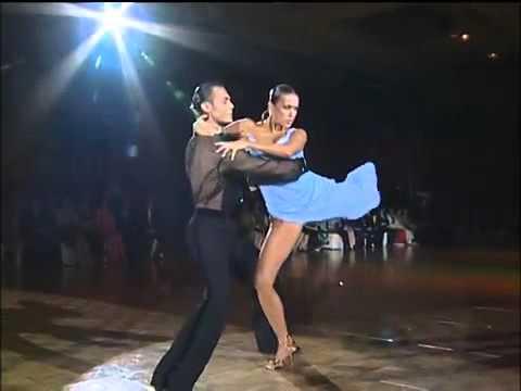 Танцы в коротком  видео
